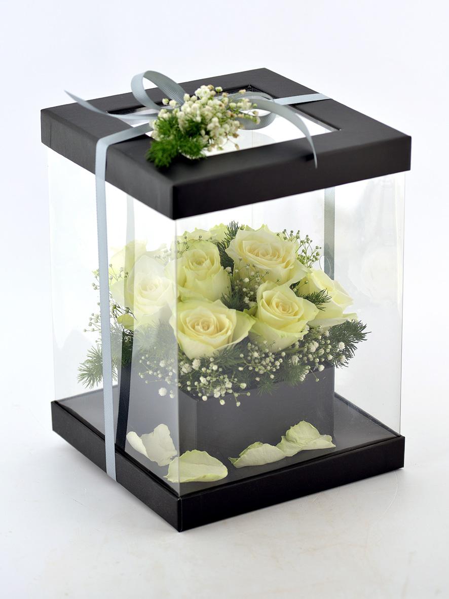 Şeffaf Kutuda 11 Beyaz Gül   çiçek gönder
