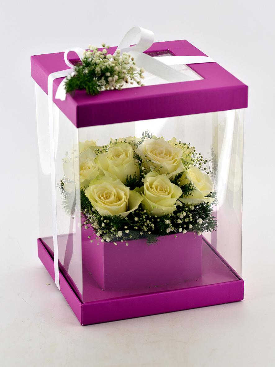 Şeffaf Fuşya Kutuda 11 Beyaz Gül Kutuda Çiçek çiçek gönder