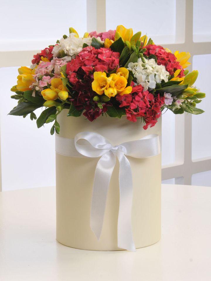 Krem Kutuda Kır Çiçekleri  çiçek gönder