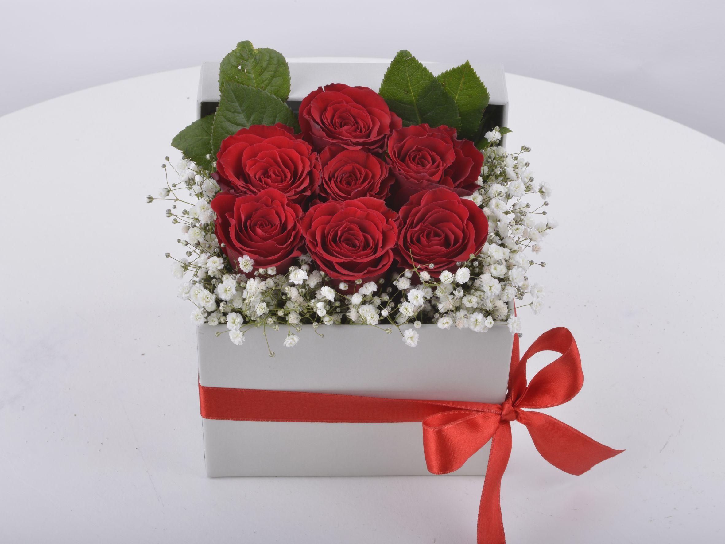 Peri Masalı Kırmızı Güller Kutuda Çiçek çiçek gönder