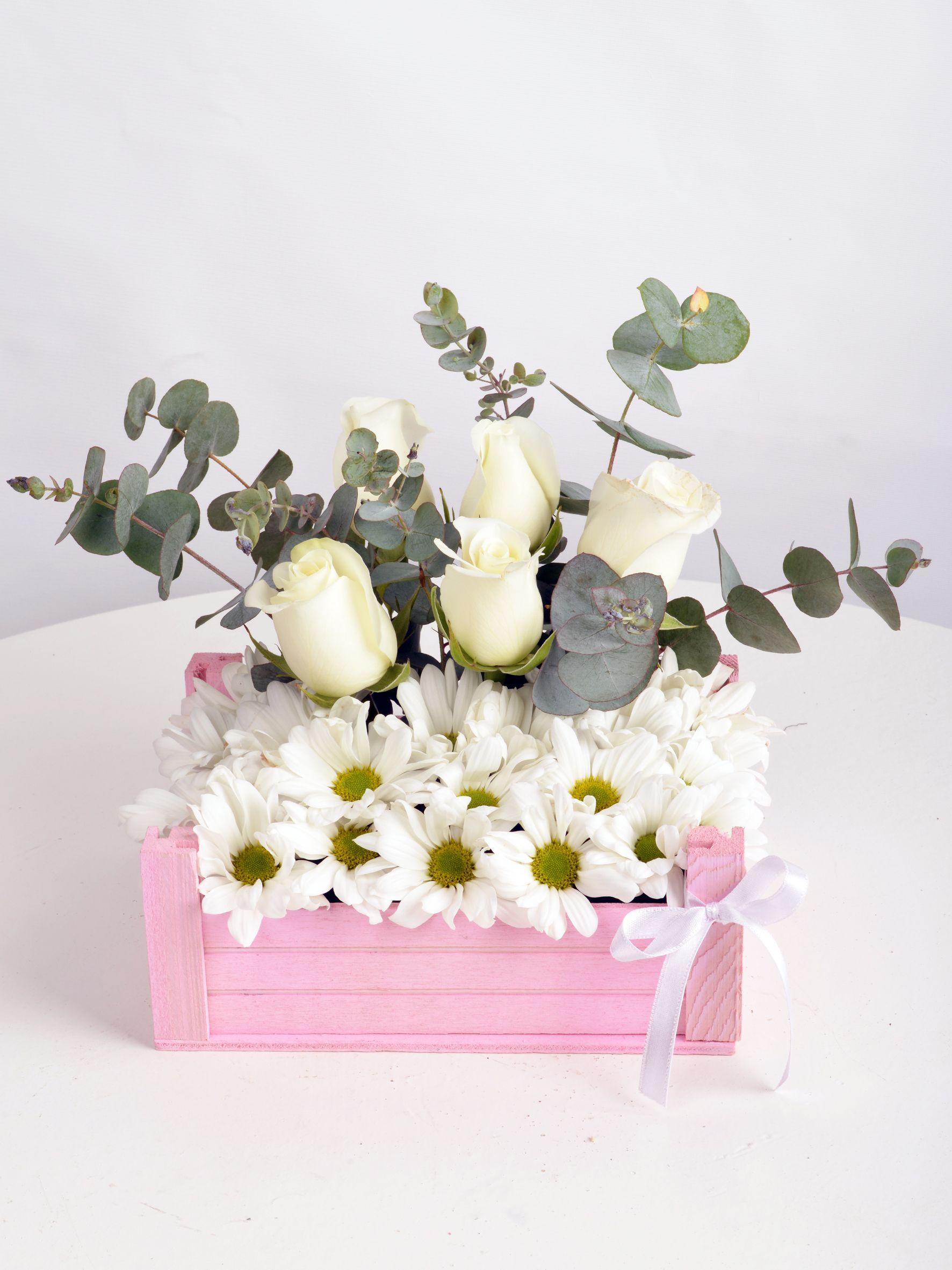 Bir Kasa Dolusu Çiçek  çiçek gönder
