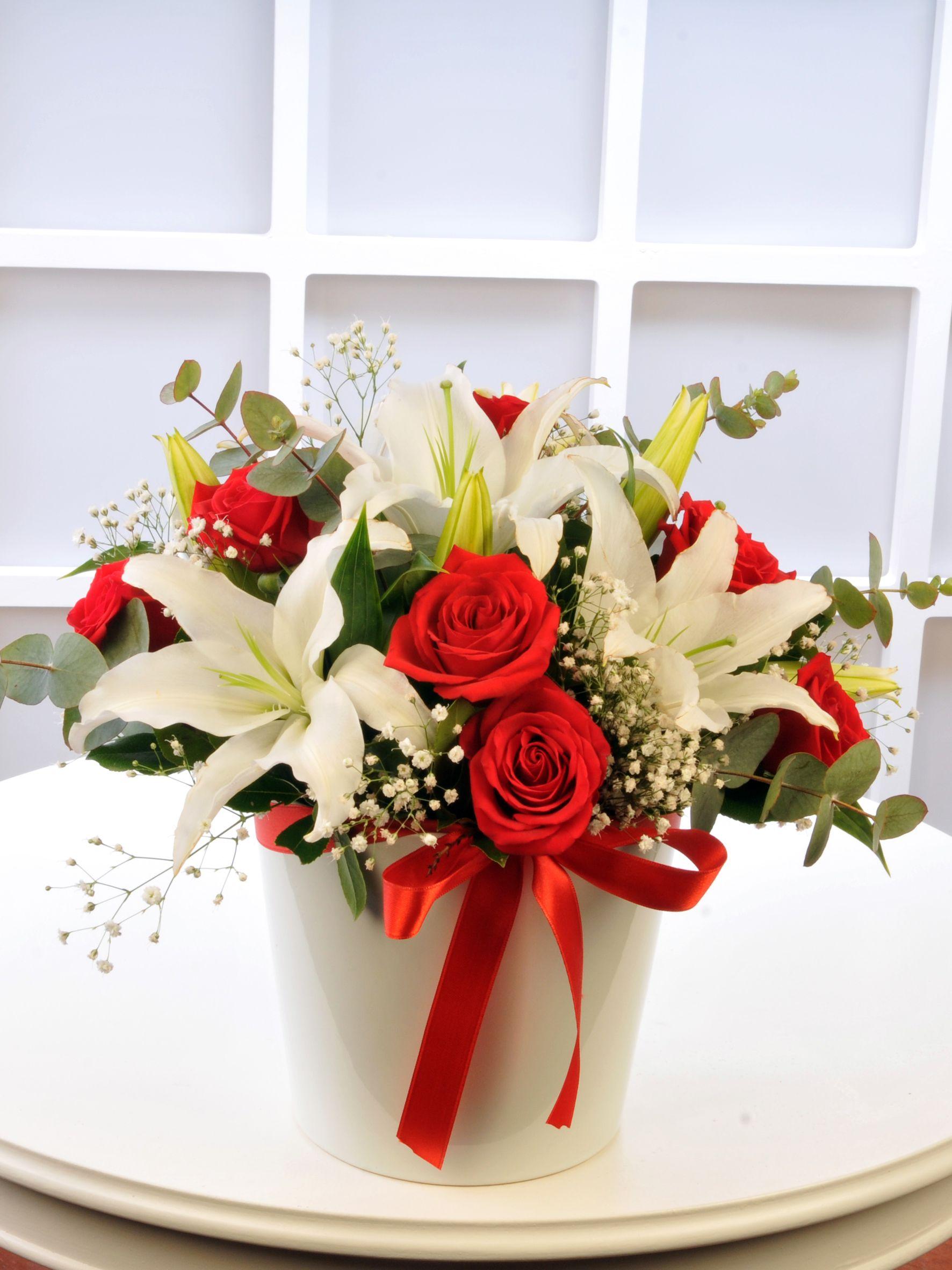 Kırmızı Beyazın Aşkı  Aranjmanlar çiçek gönder
