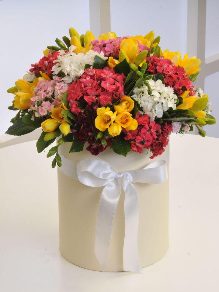 Krem Kutuda Kır Çiçekleri Kutuda Çiçek çiçek gönder
