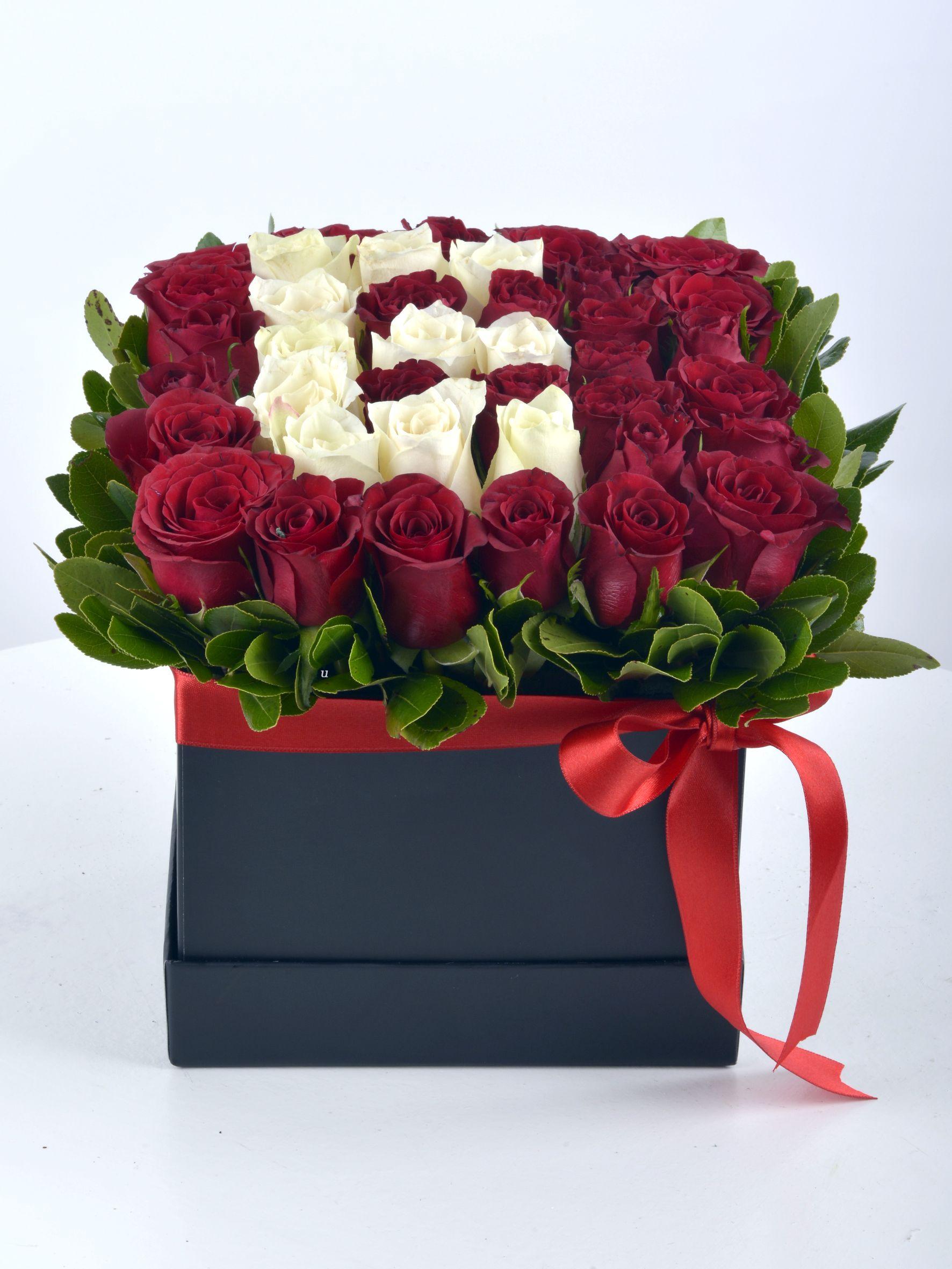 Kalbindeki Harfi Güllerle Yaz Kişiye Özel Baş Harf  Kutuda Aranjmanlar çiçek gönder
