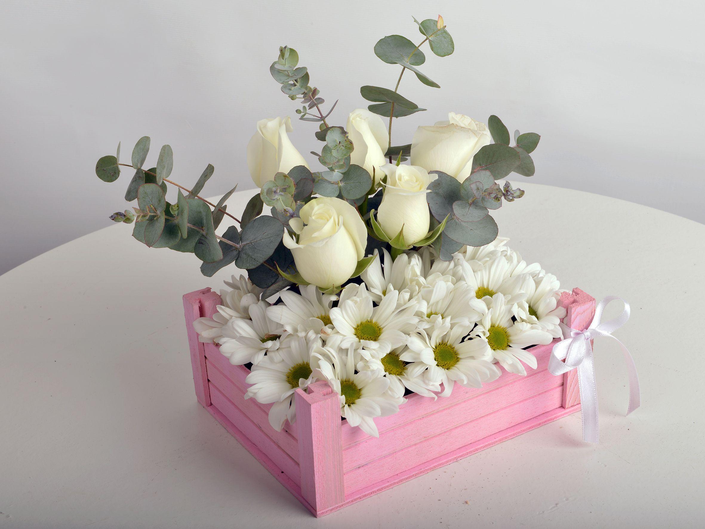Bir Kasa Dolusu Çiçek Aranjmanlar çiçek gönder