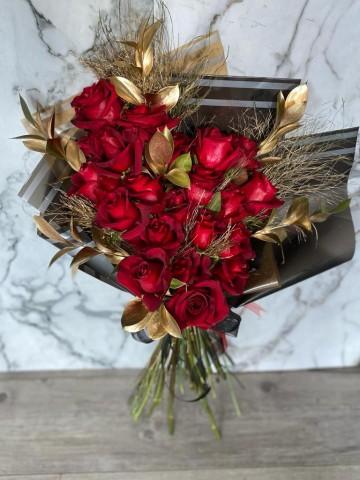 Kan Kırmızı Aşk Buketler çiçek gönder