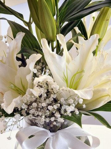 Cam Vazoda Lilyumlar Aranjmanlar çiçek gönder