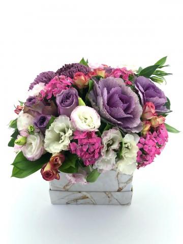 Mermer Desenli Kutuda Tasarım Çiçek Aranjmanı Aranjmanlar çiçek gönder