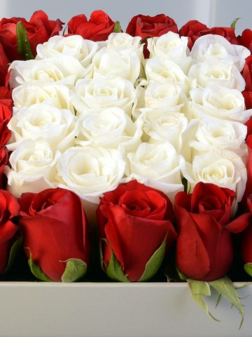 Kalbimin Tek Sahibi Gül Arajmanı Kutuda Çiçek çiçek gönder