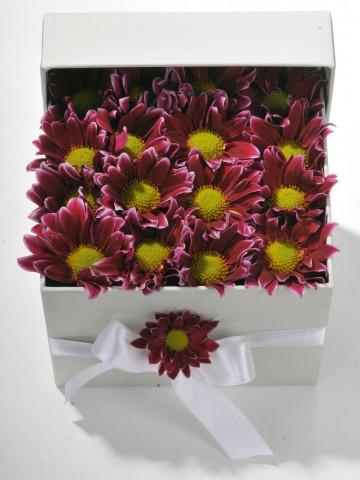 Geçmişten Bir Bahar Kır Çiçeği Arajmanı. Kutuda Çiçek çiçek gönder