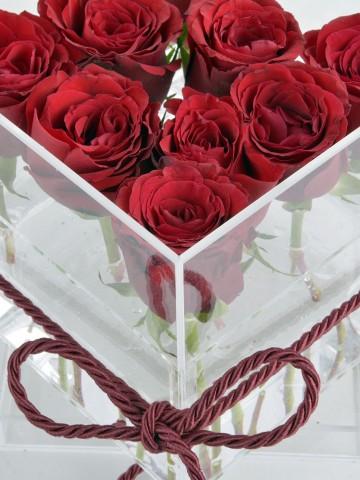 Şeffaf Bir Aşkla Kırmızı Güller Kutuda Çiçek çiçek gönder