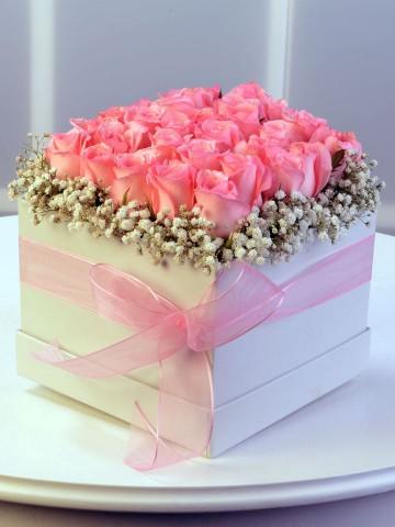 Pembe Mutluluk Kutuda Çiçek çiçek gönder