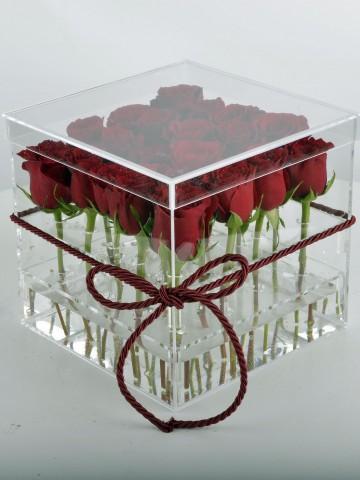 Aşkın En Şeffaf Hali Kırmızı Güller Kutuda Çiçek çiçek gönder