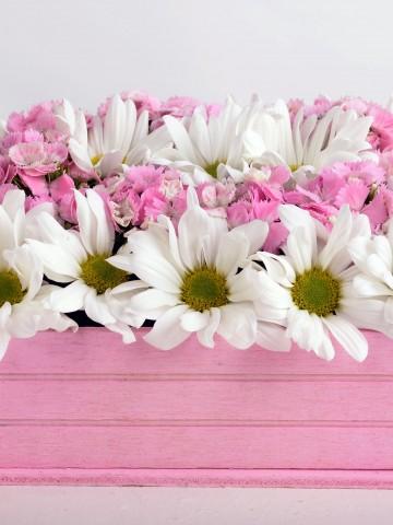 Ahşap Kasada Kır Çiçekleri Aranjmanlar çiçek gönder