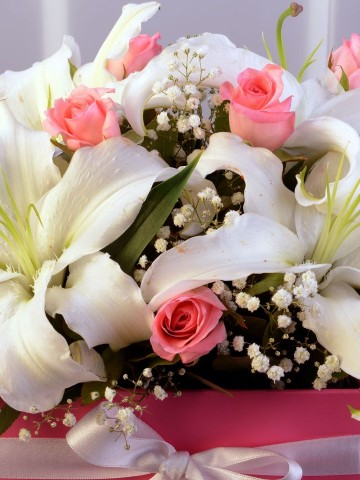 Mutluluk Çemberi Kutuda Çiçek çiçek gönder