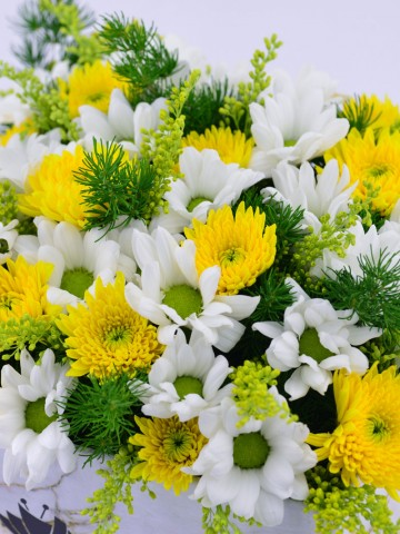 Mermer Desenli Kutuda Bahar Aranjmanı Kutuda Çiçek çiçek gönder