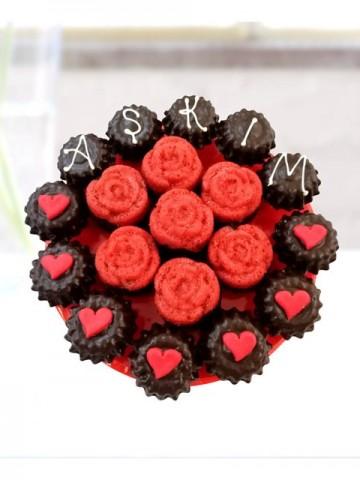 Aşk Çiçeği Meyve Sepeti ve Çikolatalar çiçek gönder