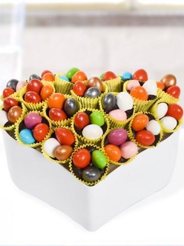 Renkli Kalp Drajeler Meyve Sepeti ve Çikolatalar çiçek gönder
