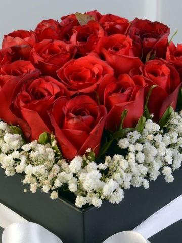 Özel Kutuda Kırmızı Güller Kutuda Çiçek çiçek gönder