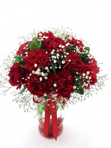 Kadınlar Günü Kırmızı Karanfiller Aranjmanlar çiçek gönder