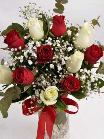 Kırmızı ve Beyaz Güller Aranjmanlar çiçek gönder