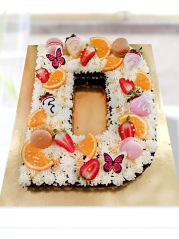 İstediğiniz Harf Pasta Meyve Sepeti ve Çikolatalar çiçek gönder