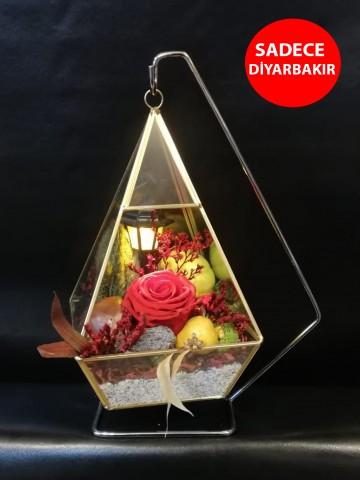 Tasarım Harikası Askılı Cam Vazo ve Solmayan Gül Aranjmanlar çiçek gönder