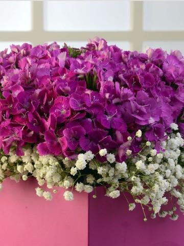 Baharın Kraliçesi Kır Arajmanı. Kutuda Çiçek çiçek gönder