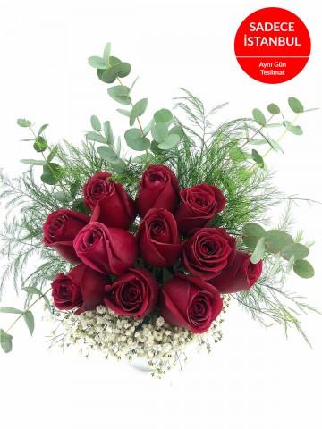 İthal Cam Vazoda 11 Gül Aranjmanı Aranjmanlar çiçek gönder