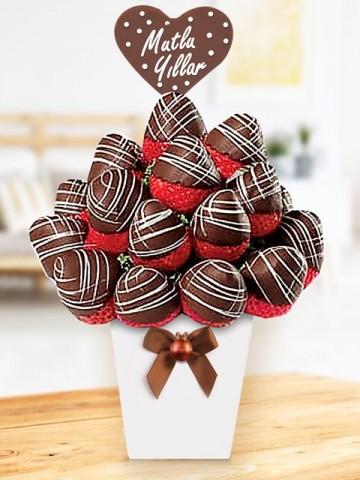 Strawberry Dream Meyve Sepeti ve Çikolatalar çiçek gönder