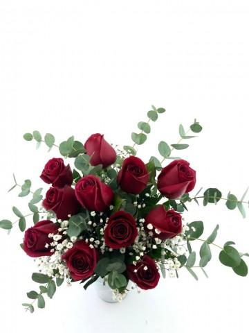 Beyaz İthal Cam Vazoda 11 Gül Aranjmanı Aranjmanlar çiçek gönder