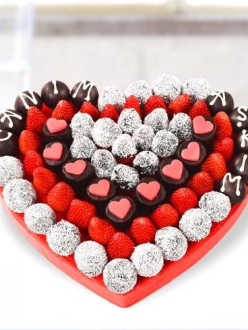 Sevgi Meyve Buketi Meyve Sepeti ve Çikolatalar çiçek gönder