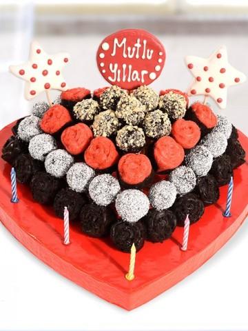 İyiki Doğdun Pastası Meyve Sepeti ve Çikolatalar çiçek gönder
