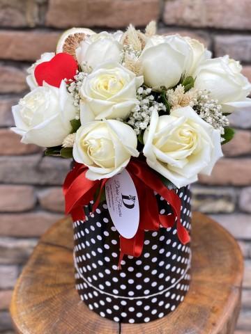 Kutuda 11 Beyaz Gül Kutuda Çiçek çiçek gönder