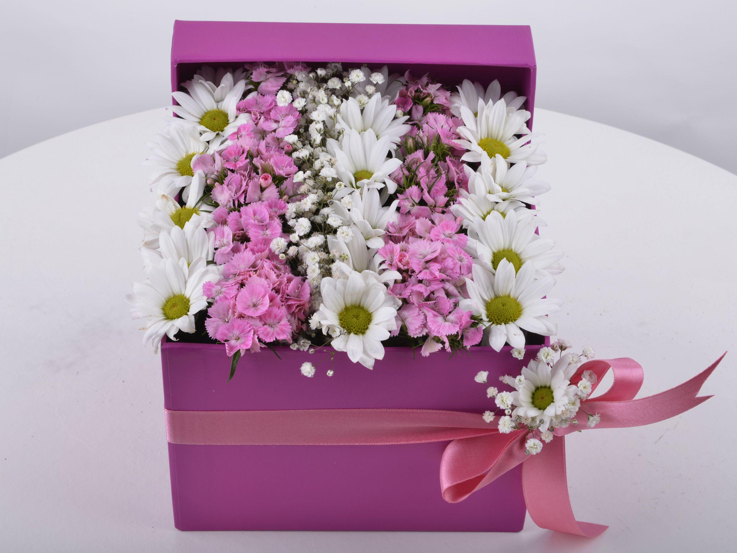 Özel Kutuda Baharın Gelişi Kır Çiçeği Arajmanı. Kutuda Aranjmanlar çiçek gönder