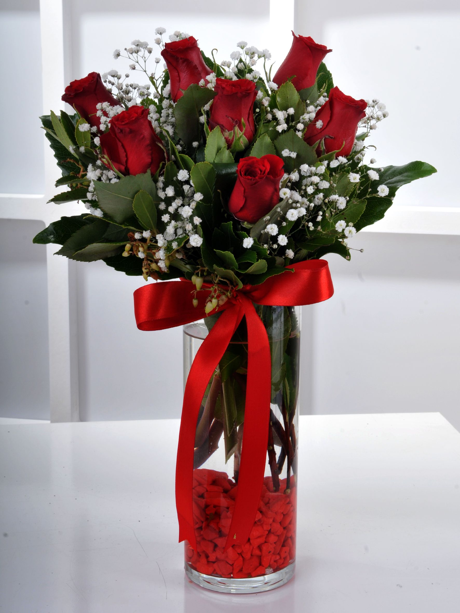 Vazoda 7 Kırmızı Gül Çiçek Arajmanı..  çiçek gönder