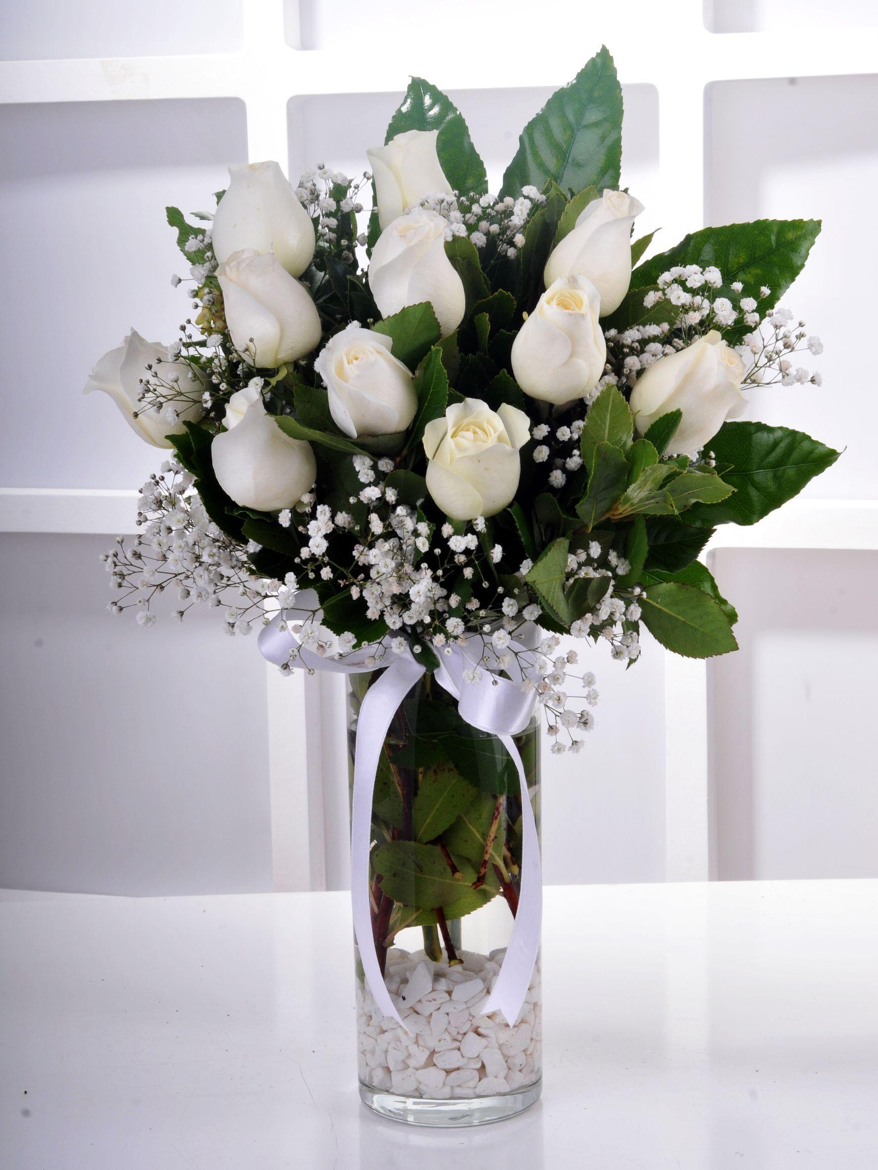 Silindir Vazoda 11 Beyaz Gül Arajmanı..  çiçek gönder