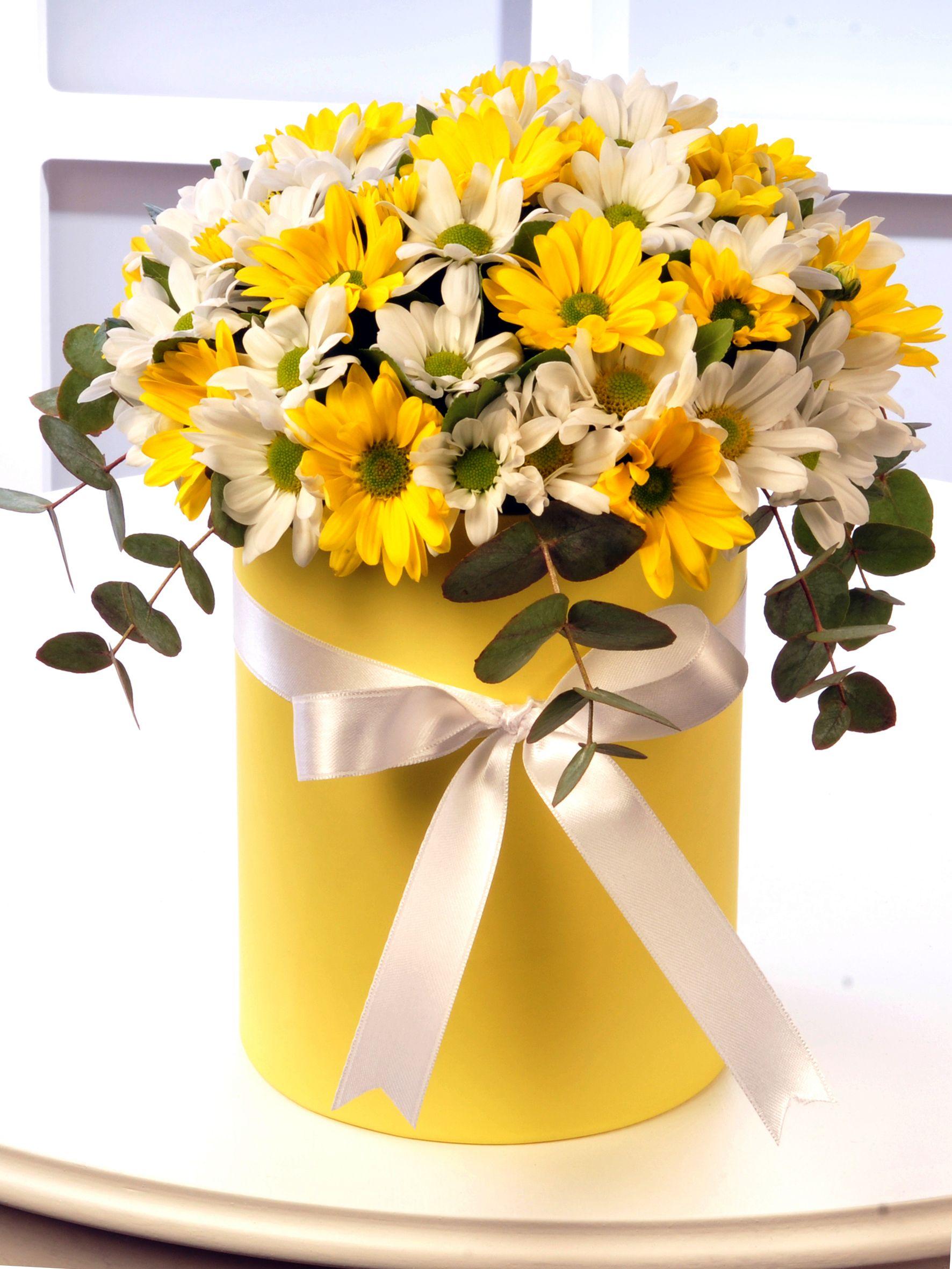 Sarı Silindir Kutuda Renkli Biçmeler  Kutuda Aranjmanlar çiçek gönder