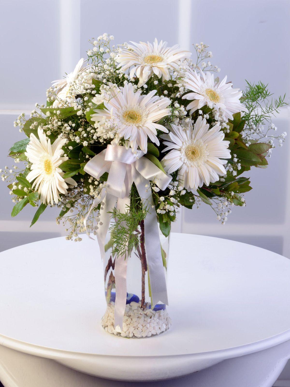 Cam Vazoda Beyaz Gerbera Aranjmanı Aranjmanlar çiçek gönder