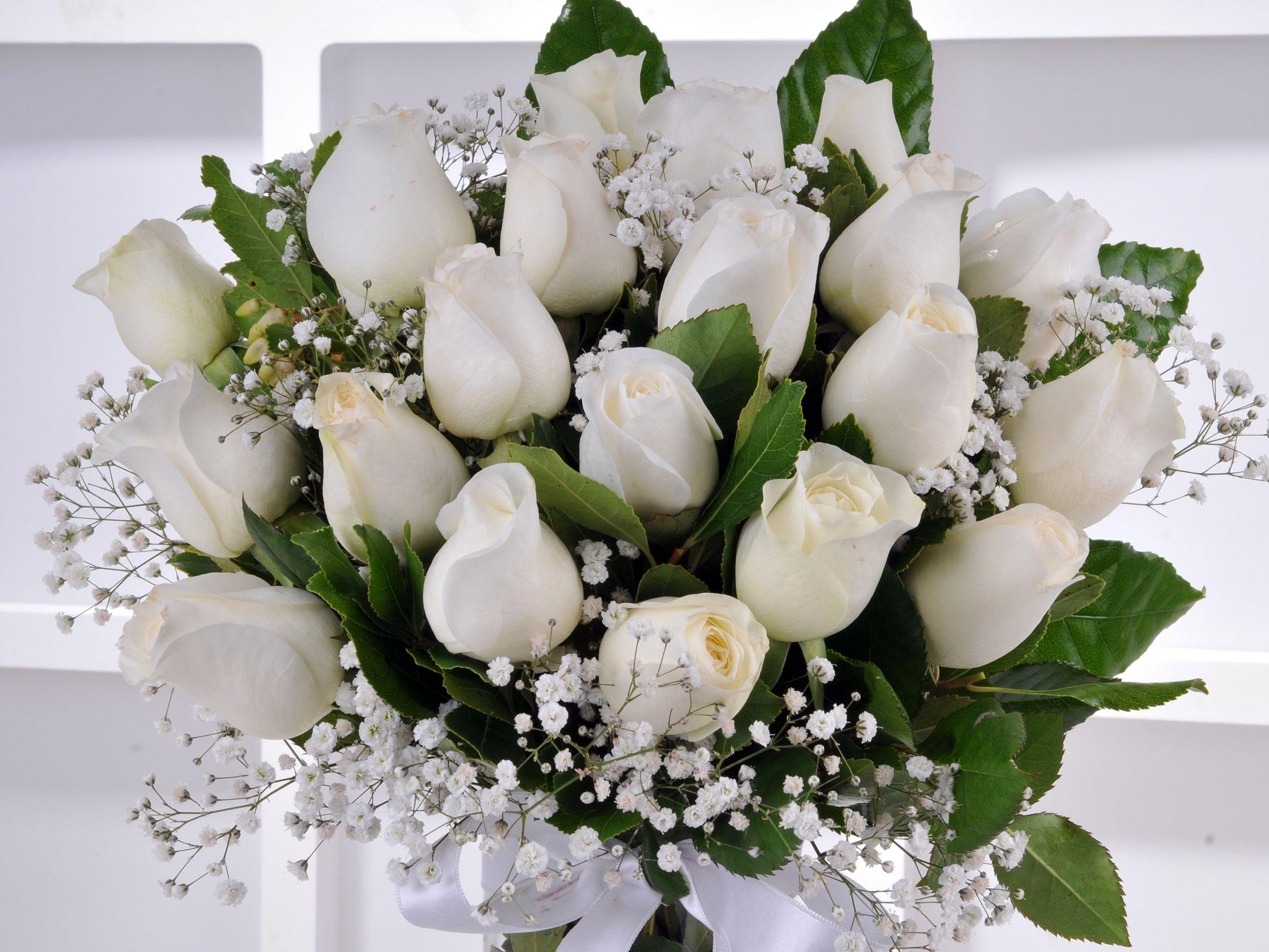 Vazoda 21 Beyaz Gül.. Aranjmanlar çiçek gönder
