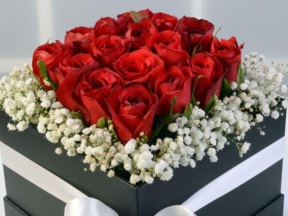 Siyah Kare Kutuda Kırmızı Güller Kutuda Çiçek çiçek gönder