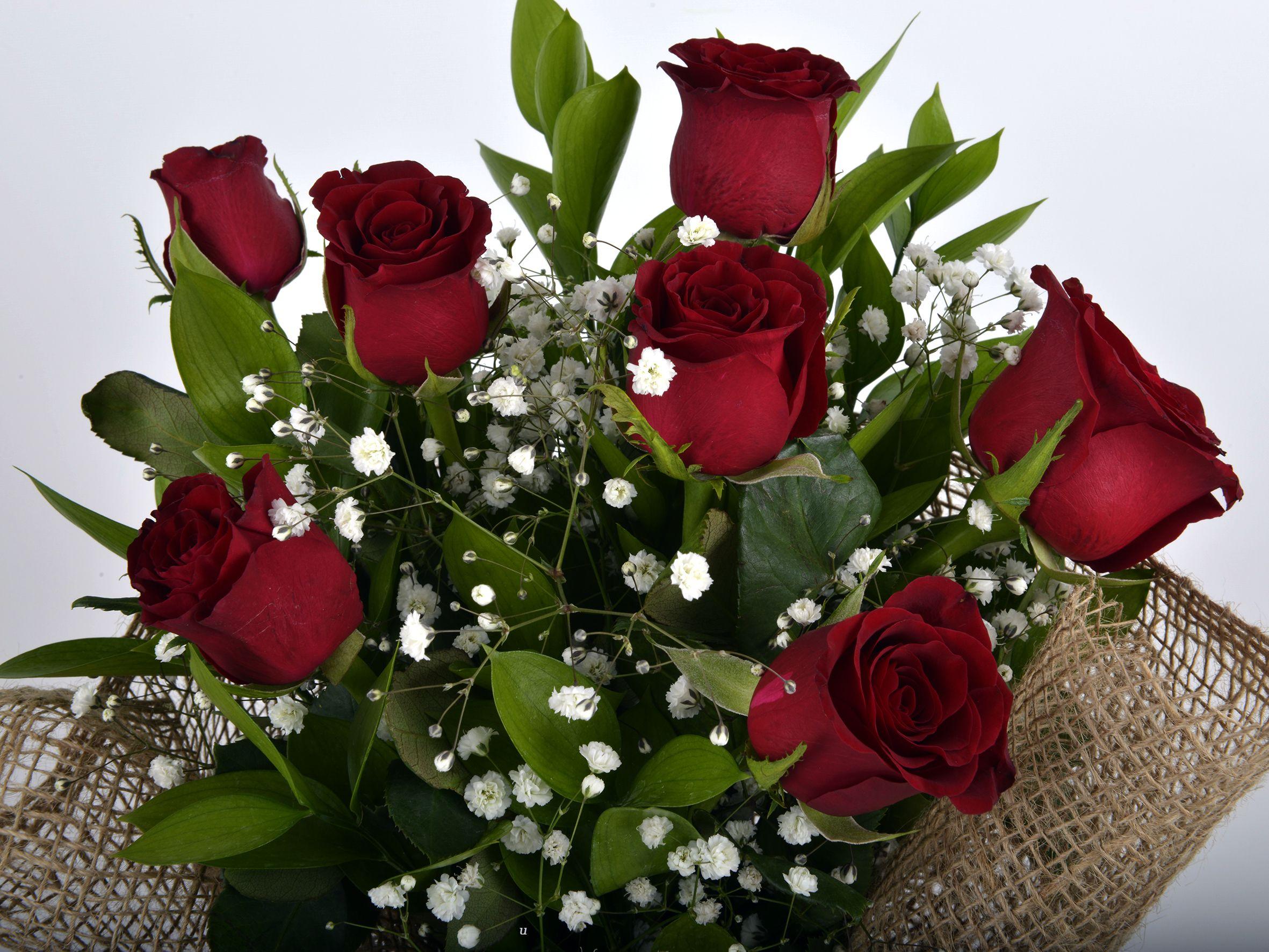 Bukette 7 Kırmızı Gül. Buketler çiçek gönder