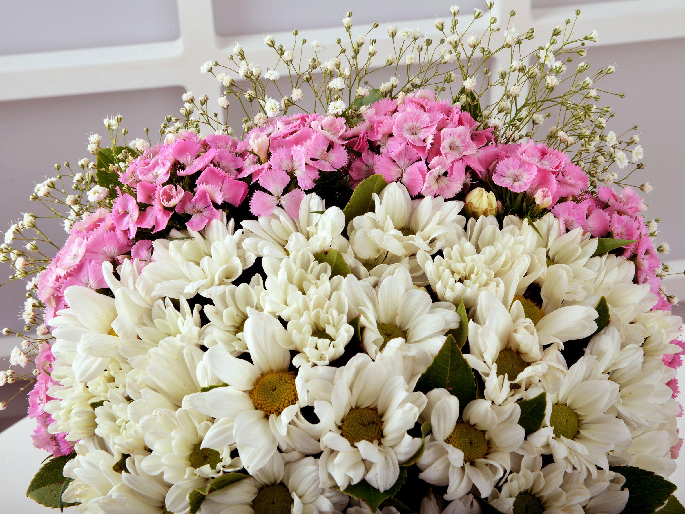 Başımın Taçı Annem'e Çiçek Arajmanı. Kutuda Aranjmanlar çiçek gönder