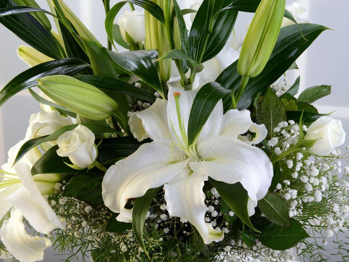 Cam Vazoda Beyaz Lilyum Aranjmanı Aranjmanlar çiçek gönder