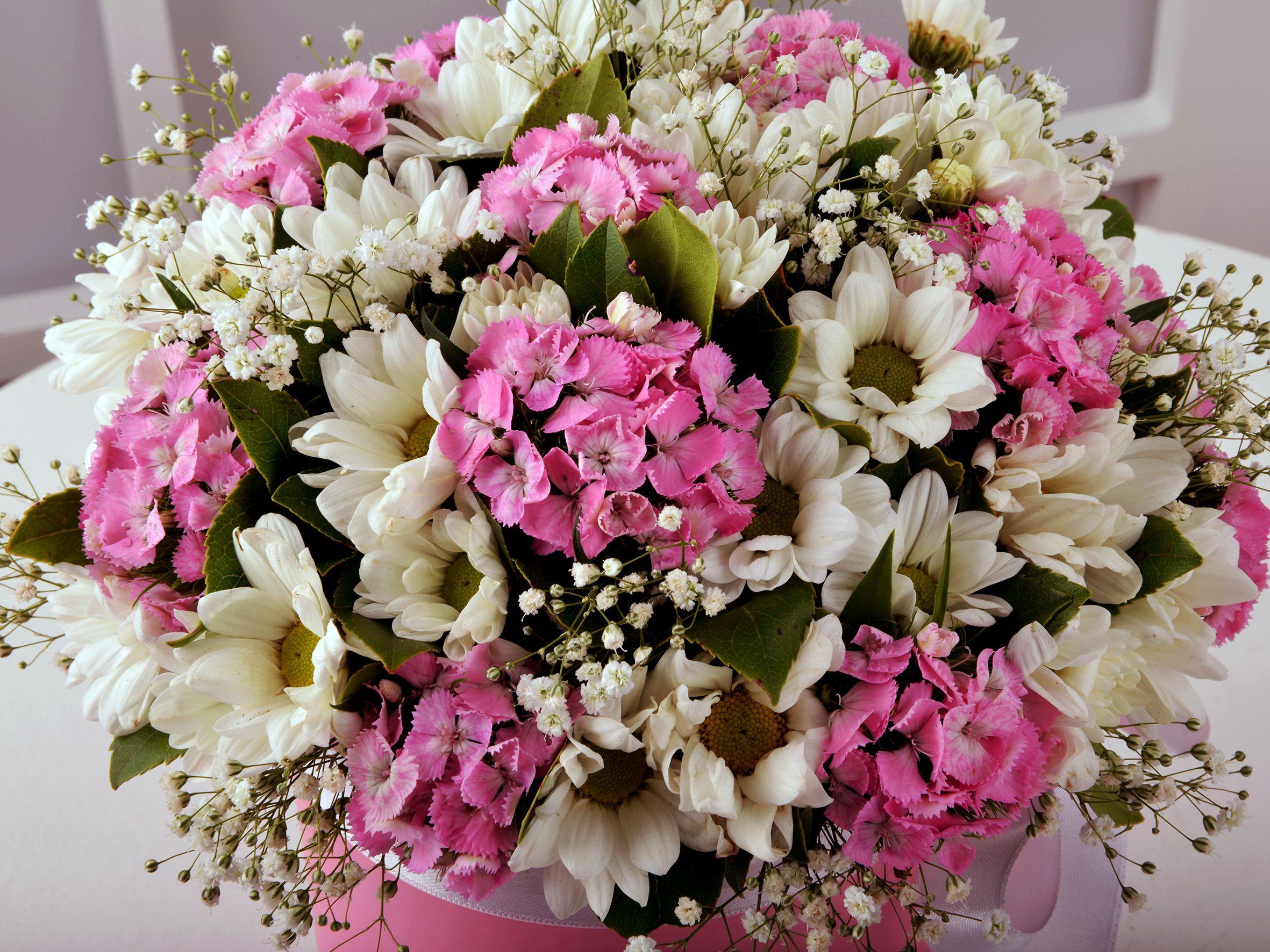 Melek Annem Kır Çiçeği Arajmanı Kutuda Aranjmanlar çiçek gönder