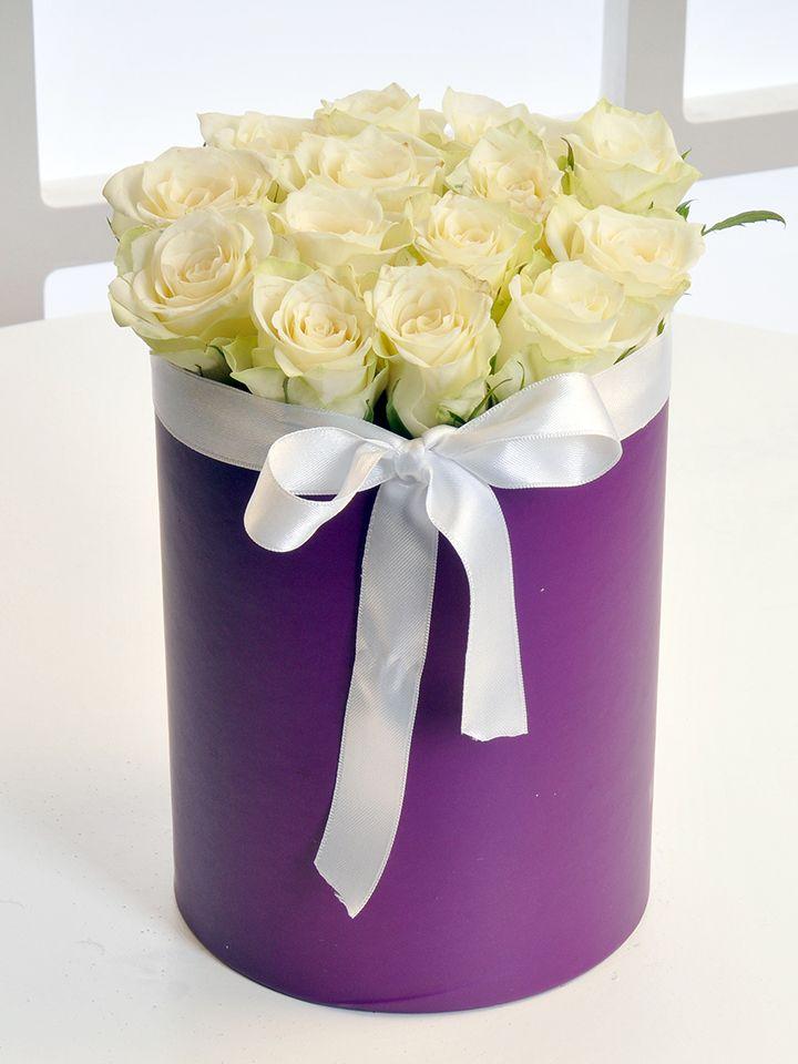 Mor Silindir Kutuda Beyaz Gül Aranjmanı Kutuda Çiçek çiçek gönder