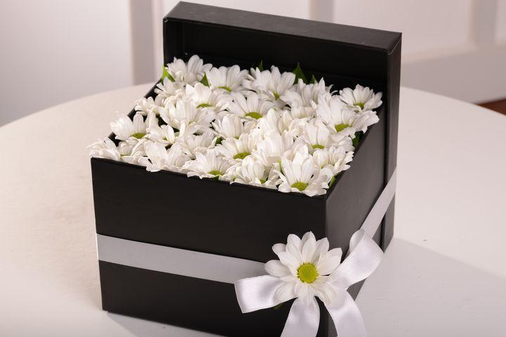 Beyazın Gizemi Kutuda Aranjmanlar çiçek gönder