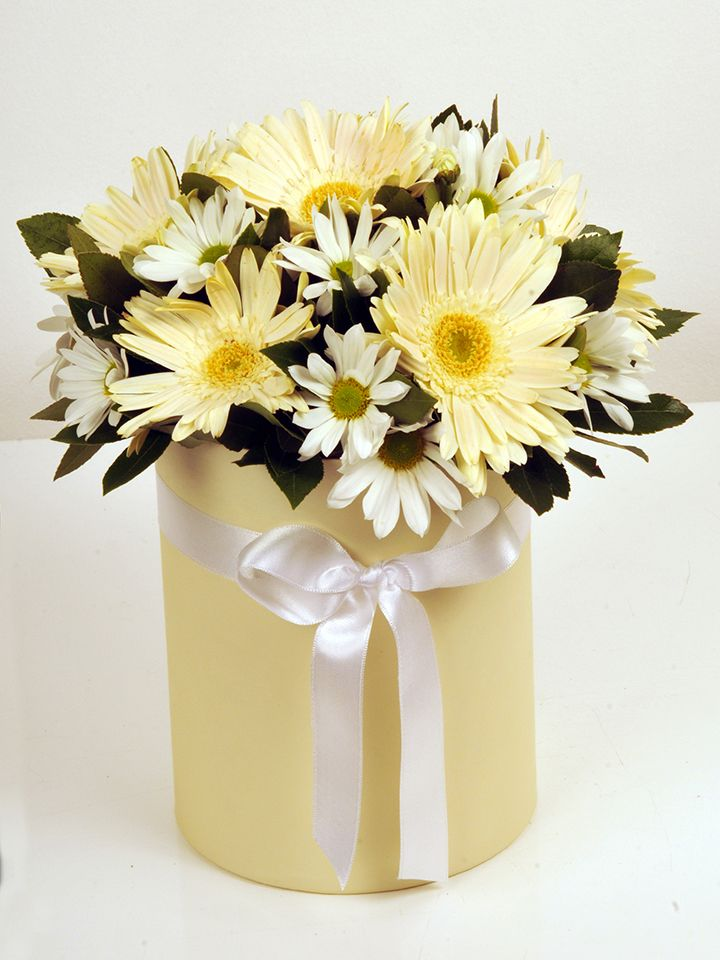 Gerberalar ve Krizantemler Kutuda Aranjmanlar çiçek gönder